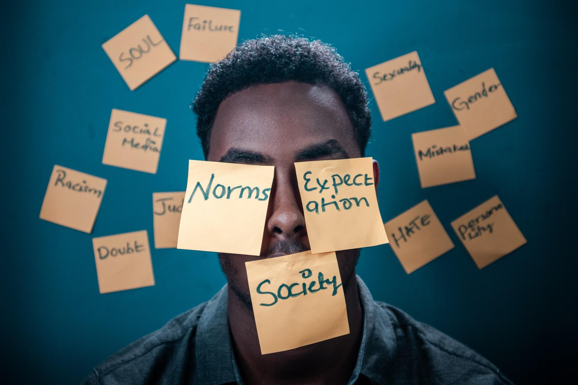 exprimarea emotiilor este foarte importanta. Exprimarea emotiilor iti mentine sanatatea mintala